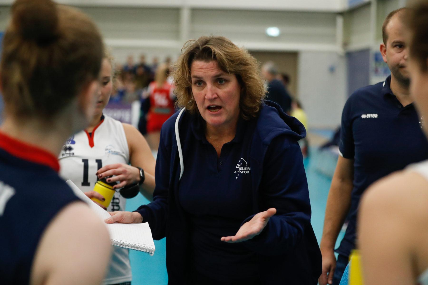 D1 coach Vera doet een boekje open over volleybalcarrière