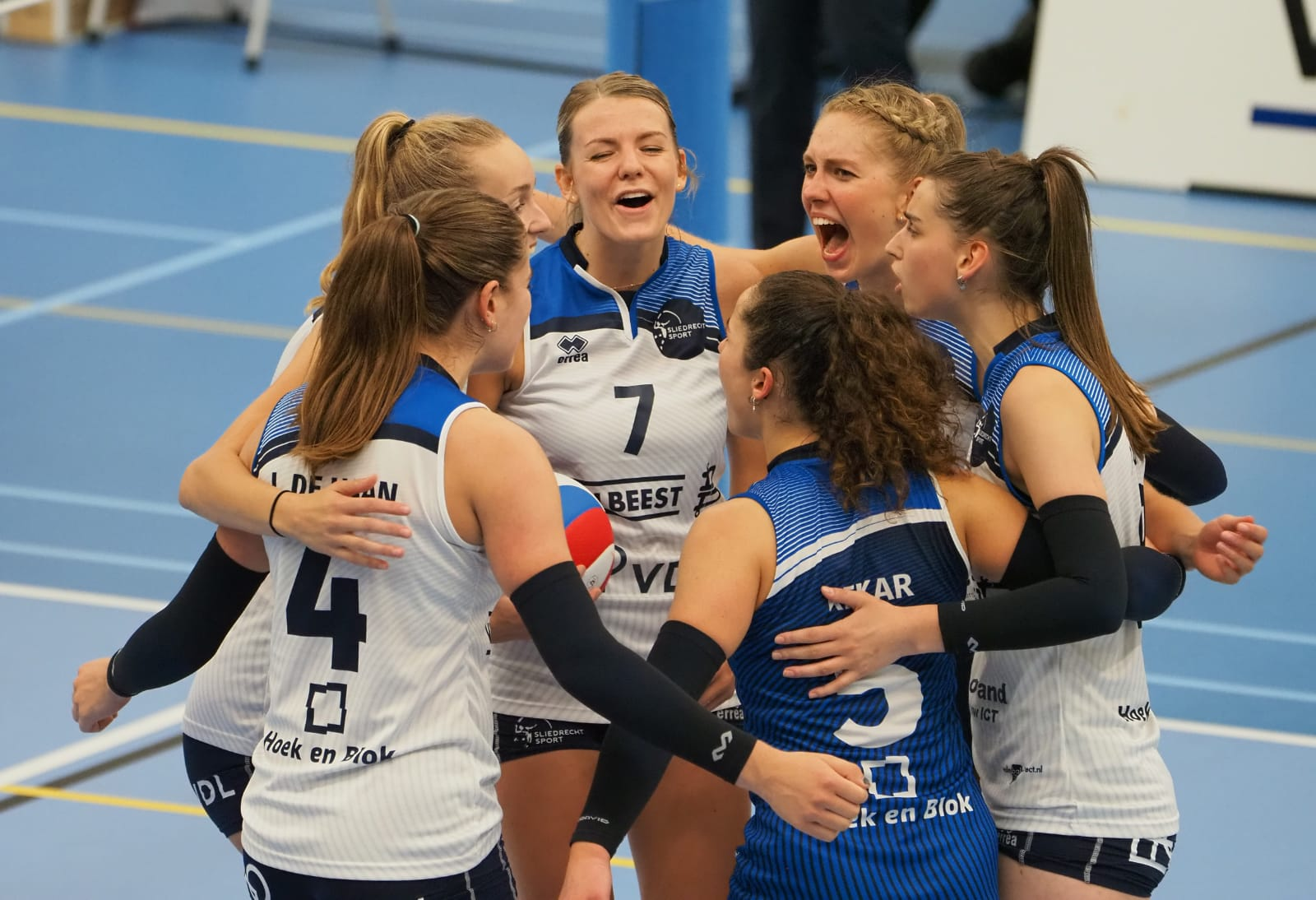 Vrouwen winnen eerste Eredivisie-duel